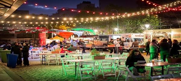 Noches de verano,  cine y foodtrucks al aire libre.