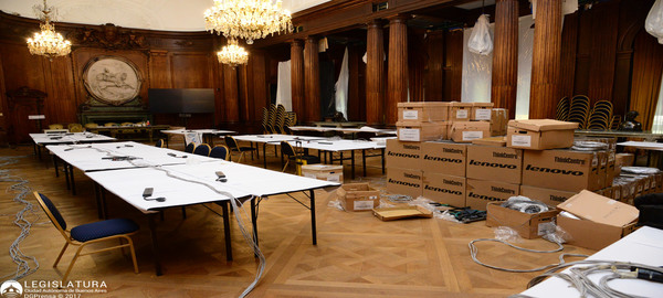 El Palacio Legislativo se prepara para recibir las urnas