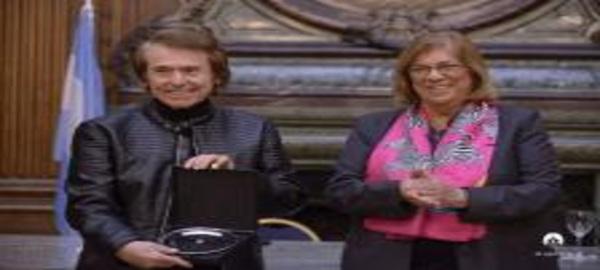 El cantante y actor español Raphael, Huésped de Honor