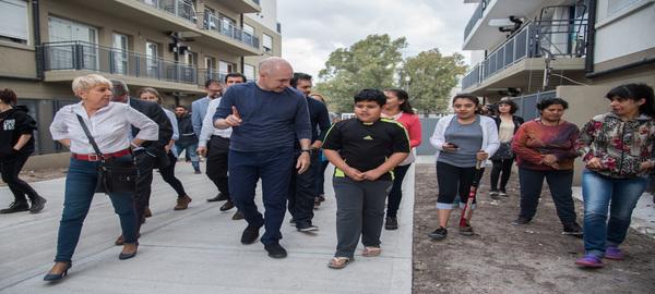 Barrio Papa Francisco en la Comuna 8 Rodríguez Larreta visitó a las familias que se mudaron a los nuevos departamentos